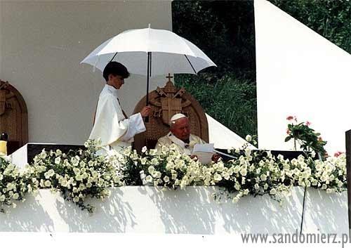 papież Jan Paweł 2 na wizycie w Sandomierzu.jpeg