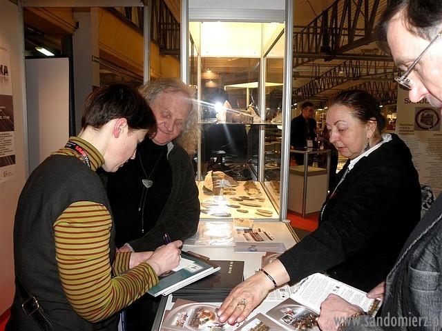 Galeria 40 lat krzemienia pasiastego w biżuterii