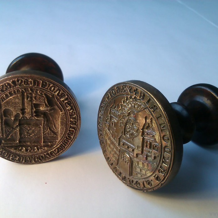 Pieczęć książęca Leszka Czarnego i pieczęć wielka Sandomierza używana przez kancelarię miejską w XIV i XV wieku.
