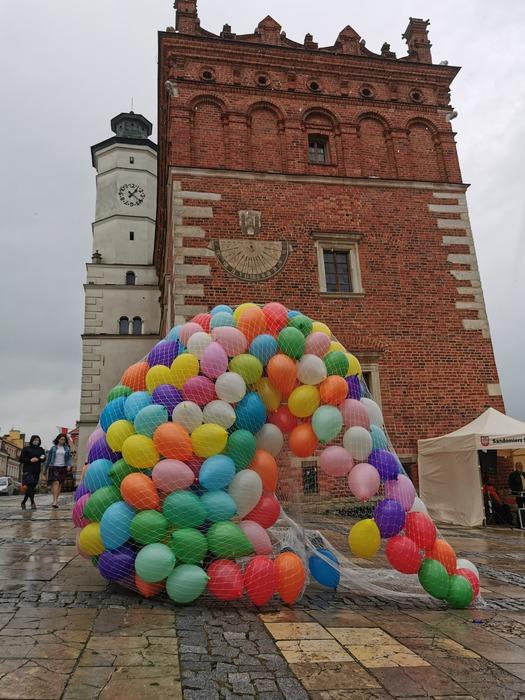 Galeria W Sandomierzu biją rekord serduszek dla Bartusia chorego na rdzeniowy zanik mięśni