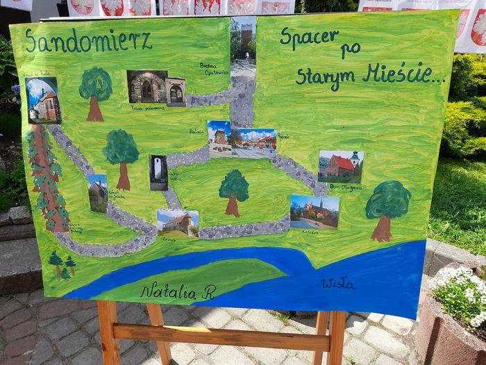 """Galeria ,,Słoneczka"""" poznają historię swojego miasta"""