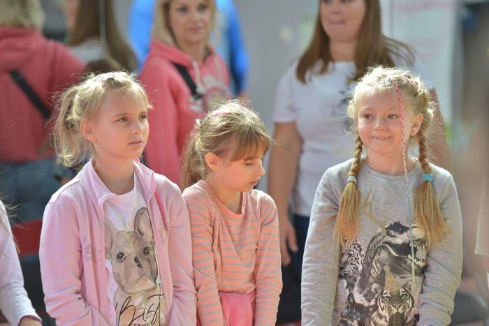 Bawiące się trzy dziewczynki