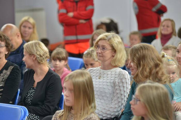 Goście spotkania w tym Aneta Przyłucka sekretarz miasta słuchający prelekcji