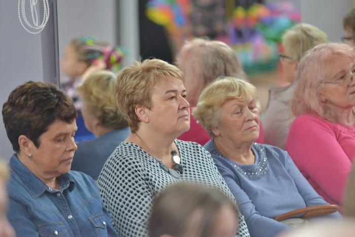 Przedstawicielki Polskiego Czerwonego Krzyża słuchające wykładu