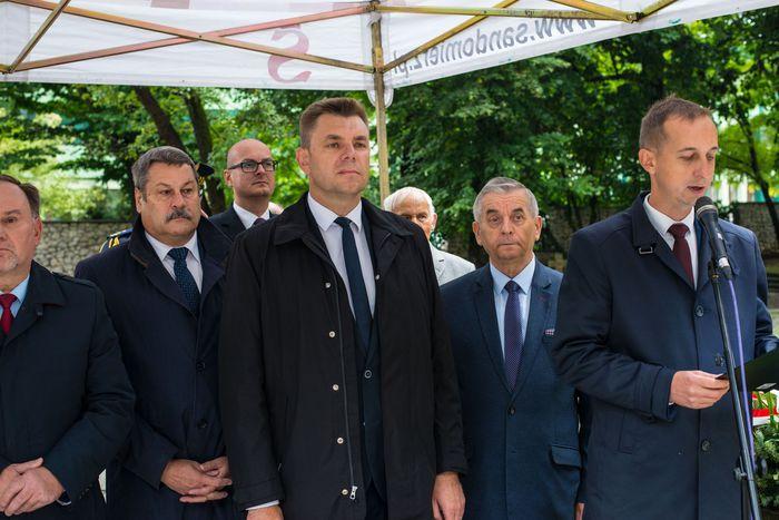 09. Wojciech Dumin dyrektor Sandomierskiego Centrum Kultury otwiera uroczystość
