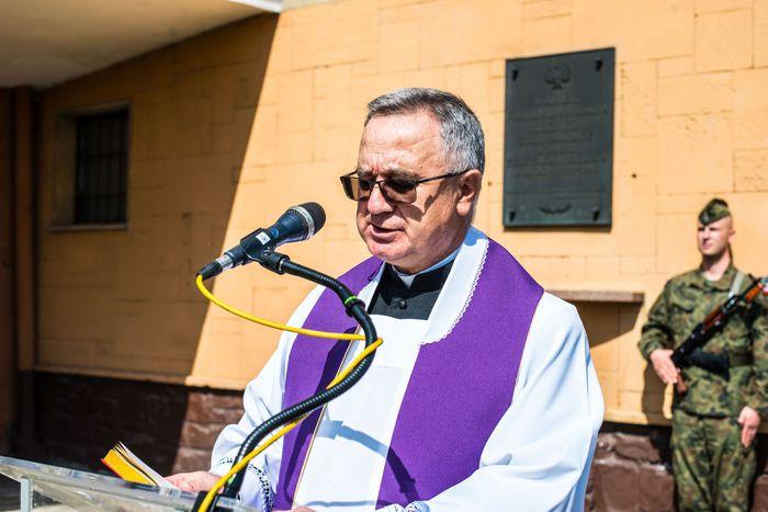 04. Ks. Marek Flis odmawia modlitwę za duszę poległych