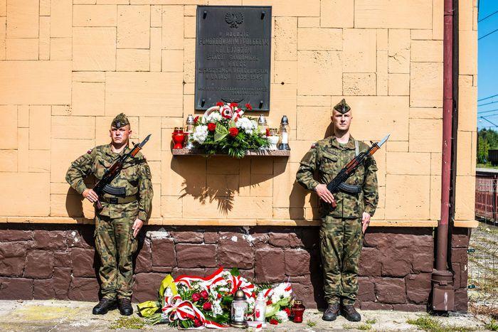 21. Tablica upamiętniająca poległych w asyście żołnierzy