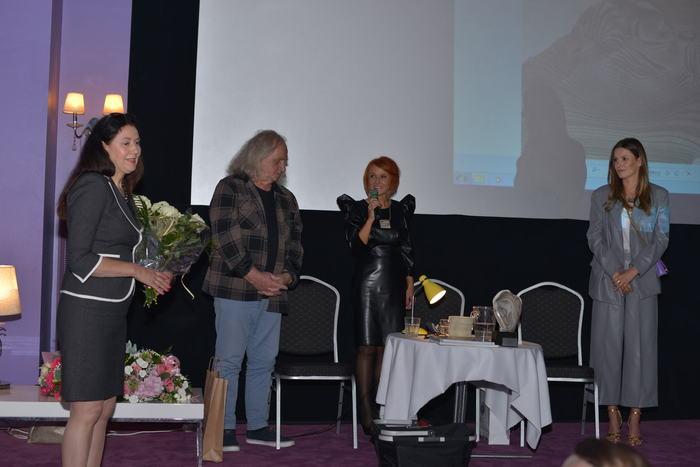 Na zdjęciu Agnieszka Kawiorska - Ambasadorka Krzemienia Pasiastego wraz z Grażyną Szlęzak-Wójcik, Katarzyną Batko i Cezarym Łutowiczem.