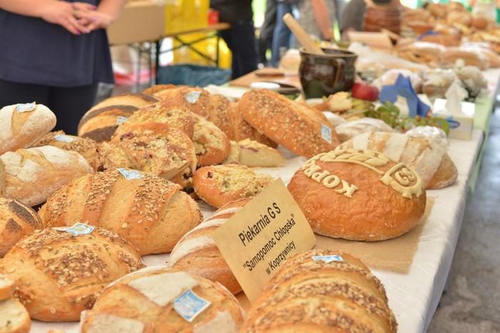 18. Na zdjęciu chleb oraz wypieki drożdżowe