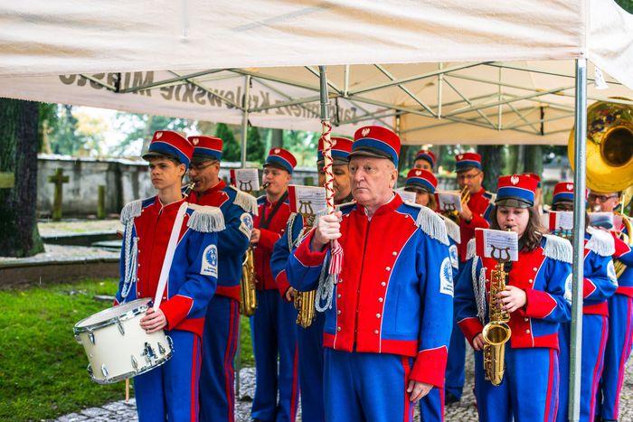 02. Sandomierska Orkiestra Dęta odgrywa hymn Rzeczypospolitej Polskiej