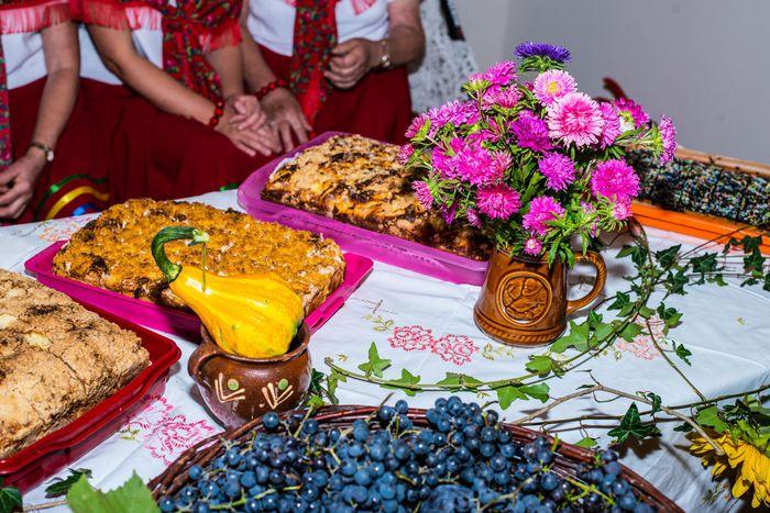 05. Ustawione na stole potrawy z kaszy