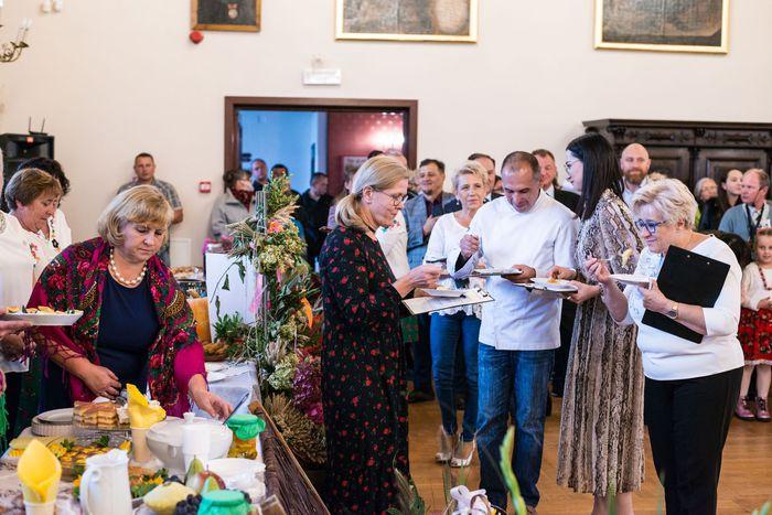 31. Komisja Jury smakuje potraw przygotowanych przez każdą z gmin