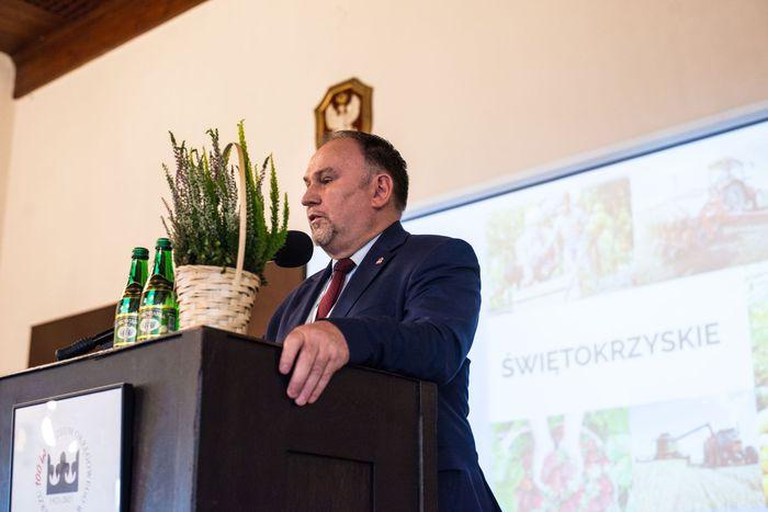 02. Marek Kwitek Poseł na Sejm RP wita przybyłych gości