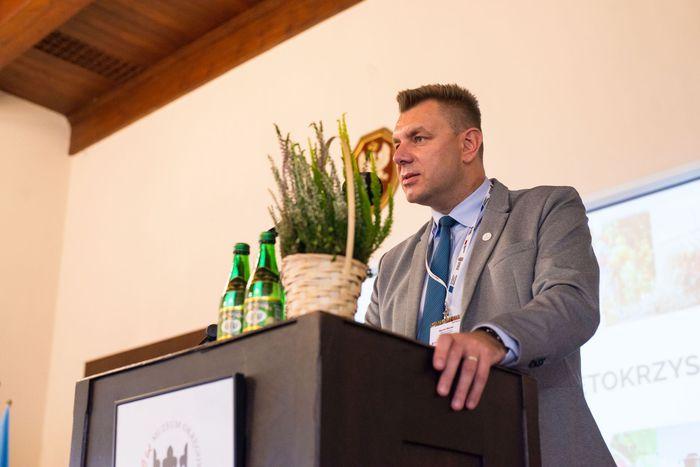 03. Marcin Marzec burmistrz Sandomierza wita przybyłych gości