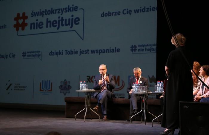 Na scenie przemawia Minister Zdrowia Adam Niedzielski