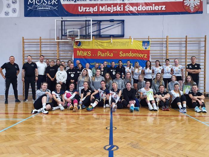 Na zdjęciu uczestnicy siatkarskiego weekendu w Sandomierzu.