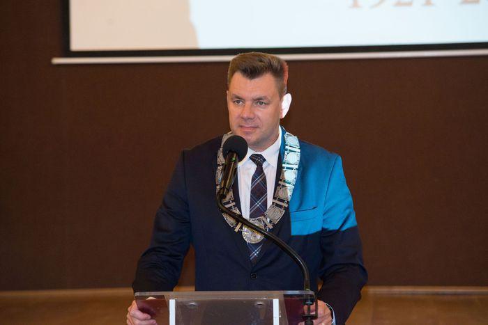 24. Marcin Marzec wygłasza przemówienie