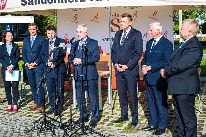 12. Andrzej Bętkowski wygłasza przemówienie