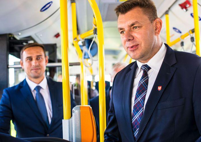 16. Wspólna przejażdżka autobusem po ulicach miasta