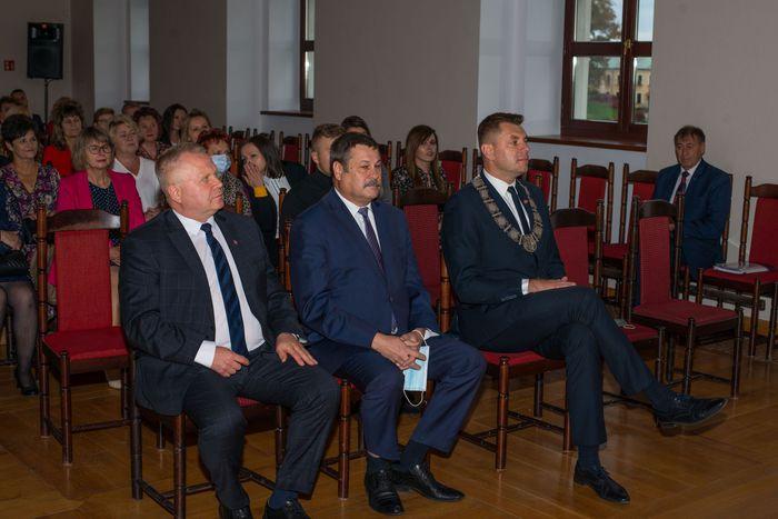 02. Burmistrz Sandomierza wraz z zastępcą i przewodniczącym Rady Miasta Sandomierza