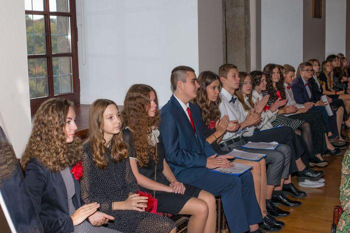 05. Młodzież siedząca na sali