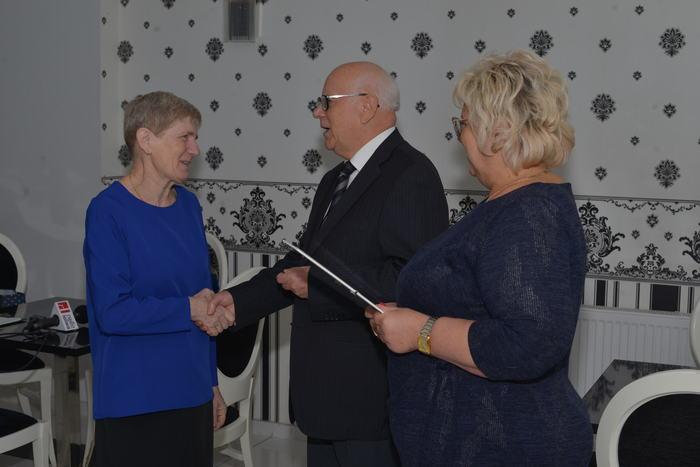 09. Wręczenie odznaczeń dla osób zasłużonych w pomoc osobom niewidomym